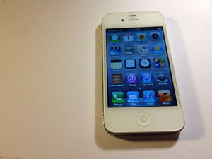 Selling White iPhone 4S 16gb with Bell/Virgin