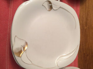 Gold Leaf China Dinner Ware (setting for 8)