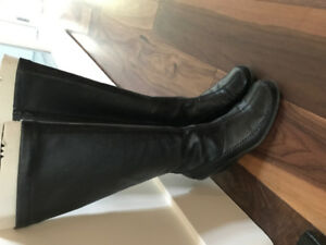 Like new Nine West wedge boots