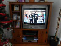 """TV Sanyo 26"""" Avec Le Meuble. 26"""" Sanyo Television With Stand"""