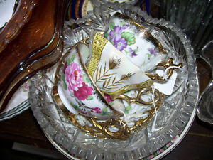 Stunning  Gold handle Cup and Saucers