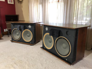 LOOKING FOR OLD STEREO GEAR WORKING OR NOT