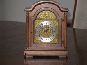 CHIME MANTEL CLOCK - vintage - mechanical with one windup