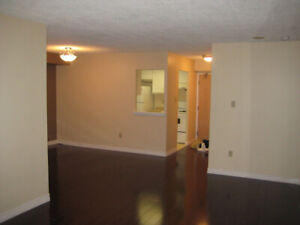 Bright and clean 2bdr + den Condo with great amenities!!!