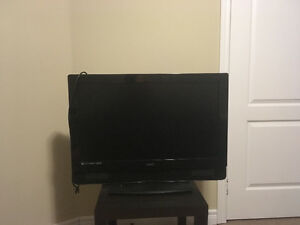 "32"" Vizio 1080 p HD TV with Remote"
