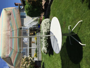 Metal lawn table, umbrella & stand