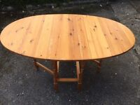 Solid Pine Gate Leg Table. Good condition. Can deliver