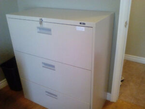 Lateral 3 drawer file cabinet