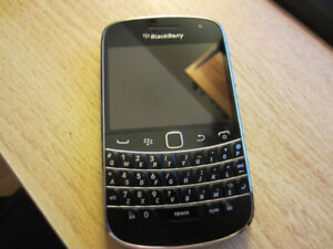 Unlocked Blackberry Bold 9900 Excellent Condition Hardly Used