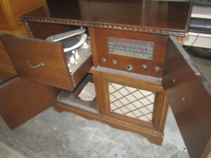Rogers Majestic Cabinet 1950 Tuning Eye Model Record Player