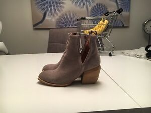 Jeffery Campbell Orwell bootie (taupe suede) size 7