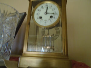 MANTLE CHIMING CLOCK