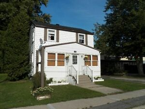 3 Bedroom Home in Lancaster!!