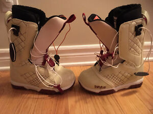 Brand New Boots size 6.0 Brand Thirty-Two