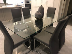 Beautiful Black and White Marble Dining Table w/ Chairs