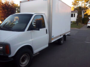 CAMION CUBE 12PIED GMC SAVANA 2002 ,ROUE SIMPLE , 196000KM , PO
