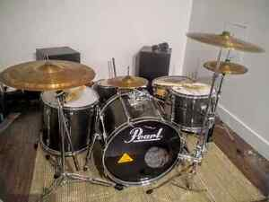 Batteries Pearl Export Series, 5 Drums, 4 Custom Cymbals, Dixon