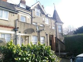 Lovely One bedroom flat for rent in Westcliff stones throw away from the station.