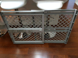 GRIMSBY- Pressure mounted safety gate for children and pets