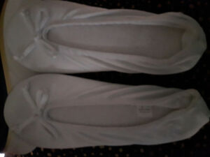 Brand new Stretch Sarin ISOTONER WARM Slippers small