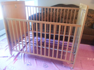 Baby crib in excellent condition 60 $ only OBO