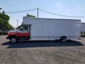 Used 26' box truck