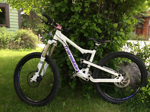 Women's Transition Syren DH bike
