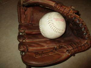 older wilson baseball glove  VERY GOOD SHAPE