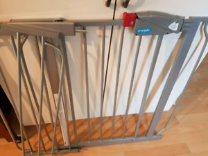 BRAND NEW Regalo Baby Gate