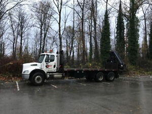 2005 Freightliner M2 with Hiab 330-6 Cat C13