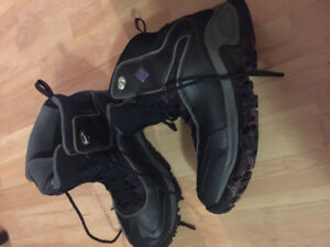 Woman size 9.5 Columbia omni heat winter boots