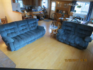 Set - Reclining sofa and Love seat