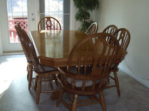 Kitchen table With matching Hutch