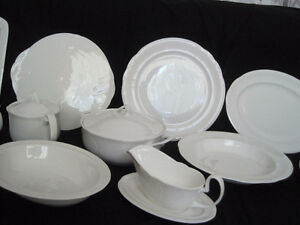 "Royal Doulton ""Profile"" Fine Dinnerware complete set for 12 pers"