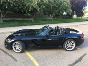 2003 Dodge Viper SRT-10 Roadster (2 door)