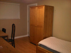 WATERLOO - EXCELLENT BUNGALOW WITH 4 BED ROOMS AVAILABLE Kitchener / Waterloo Kitchener Area image 2