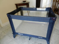 Graco basic pack and play with travel case - navy and cream