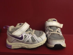 NIKE Girl's Sneakers - Baby Size 5C - Great condition!