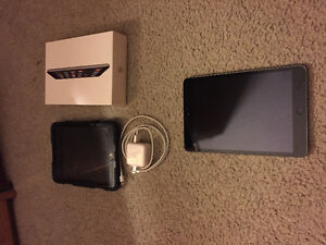 Ipad mini 2 32 gig space grey with case, box and charger