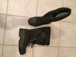 Boys Sorel winter boot   Size 8