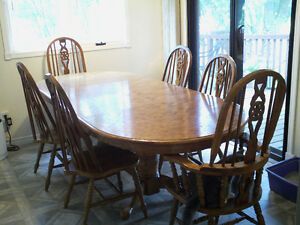 Oval dinning room table.  $250