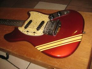 1969 Fender Mustang Competition red vintage..Échange possible