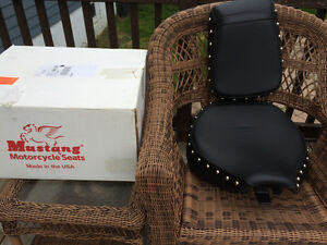Banc Mustang wide Seat studded