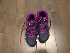 Brand new Under armour Shoes size 3.5