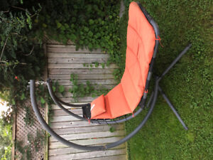 Free standing lounge chair