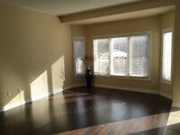 *** 4BR LUXURY HOUSE (UPPER THORNHILL WOODS) ***