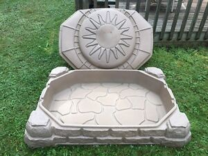 Kids Sandbox with cover