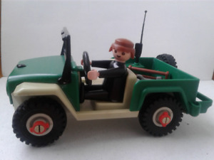 Playmobil Jeep/driver and tools  VTG