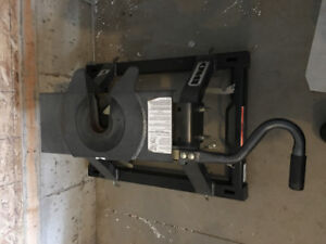 Fifth Wheel Hitch with Adapter