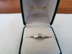 White gold  solitaire princess cut ring
